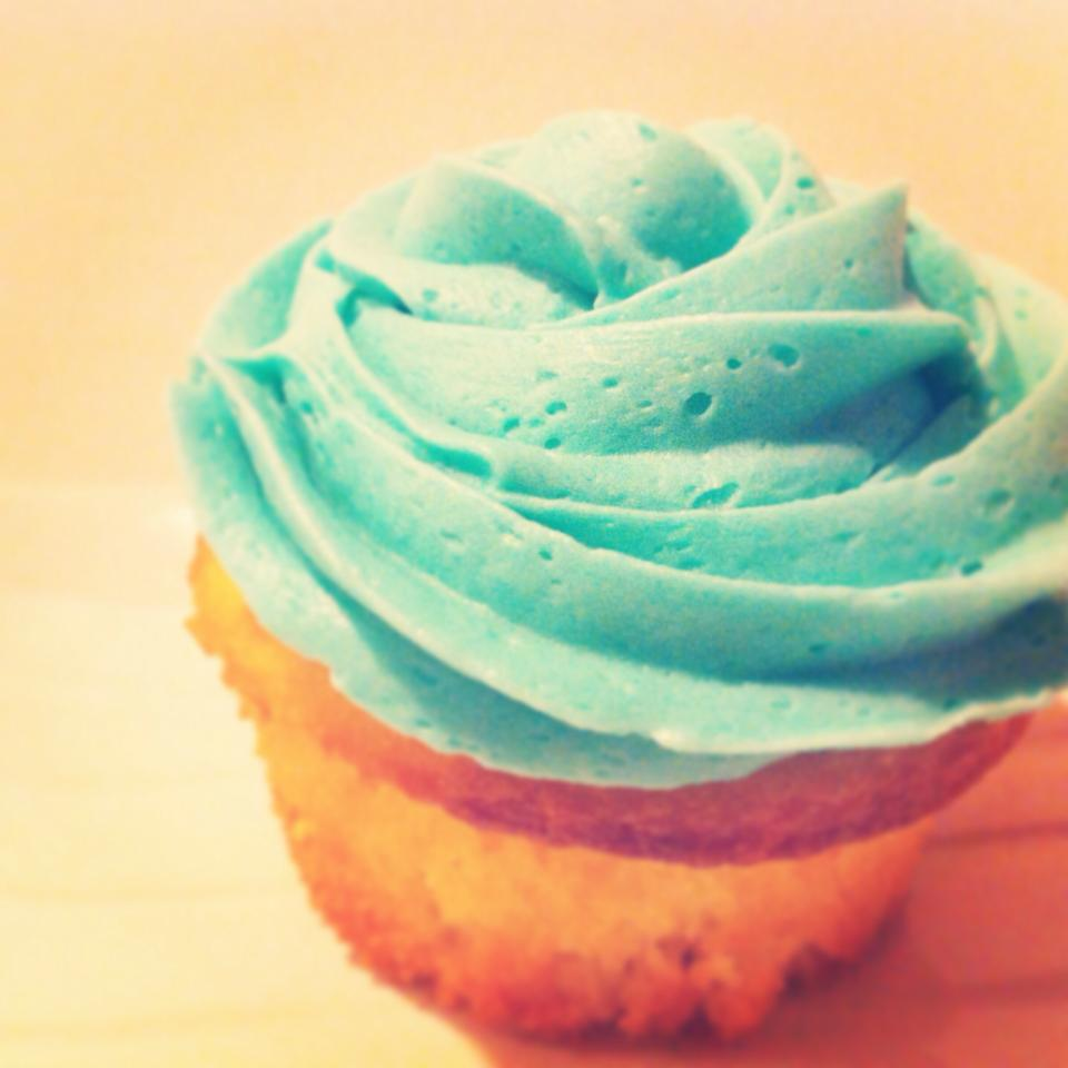 Displaying 17> Images For - Blue Cupcake...